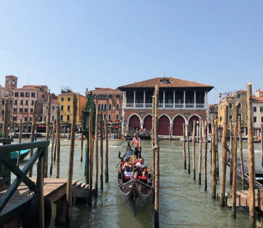 Venedik gondol
